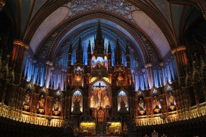 Imagem da catedral de Notre-Dame por dentro